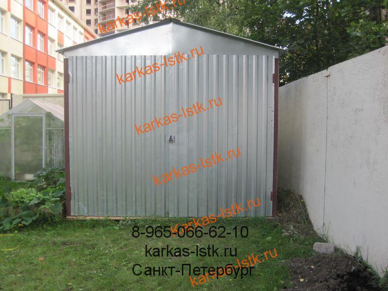 металлический гараж из профнастила с двускатной крышей