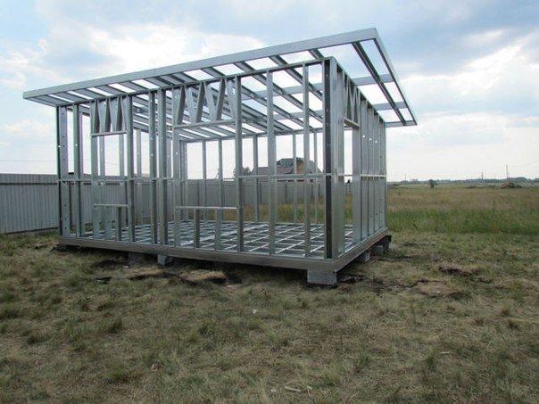 односкатный дом на металлическом каркасе