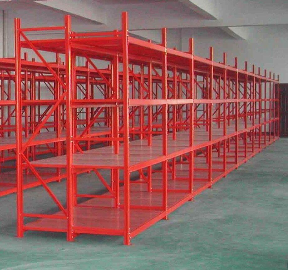 длинные стеллажи для производства